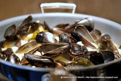 La Piccola Casa: I frutti di mare: Cozze ( muscoli ) e gamberi con latte di cocco al curry e zenzero