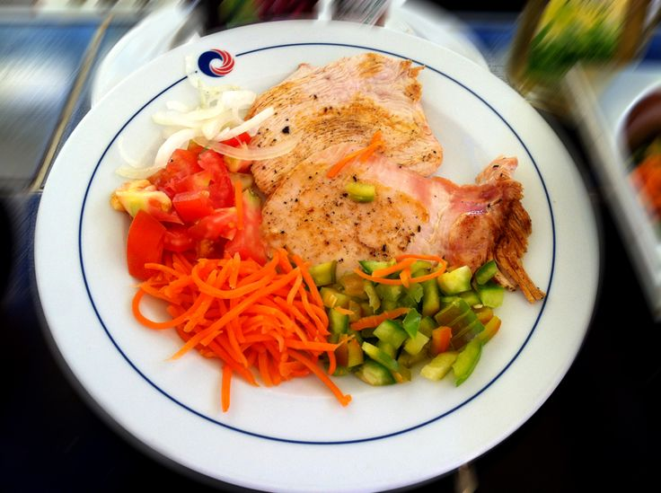 A delicious turkey with onions and fresh tomatoes, carrots and peppers. #HBrisasCaribe #Cuisine