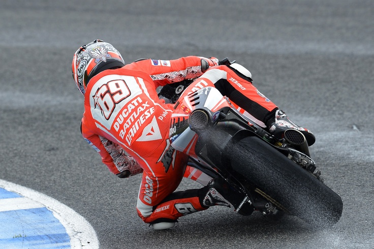 Nicky Hayden demonstrates how much grip there is with modern racing wet tires