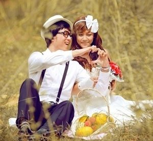 Cute Love Sms for Girlfriend   There are lots of ways to be romantic such as hugging kissing singing love songs etc but BeautifulLove Shayarisare the sweet way to express your deepest feelings to your lover. In this section weve compiledCute Love Smsfor Girlfriend these magical words will bring a golden glow on her face. Just pick up RomanticSms for Girlfriend Tareef Shayari for Impress a Girl Awesome Love Sms in Hindi Heart Touching Pyar Mohabbat Shayari for GF Romantic Love Messages in…