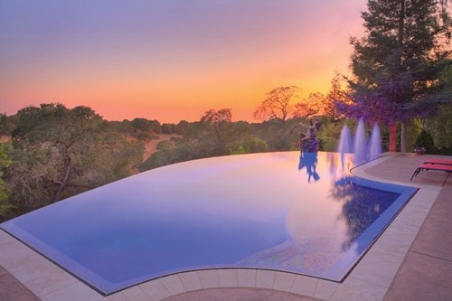 A swimming pool with a view.: Swimming Pools, Glasses Tile, Dream Pools, The View, Dreams House, Pool Designs, Dreams Pools, Pools Design, Infinity Pools