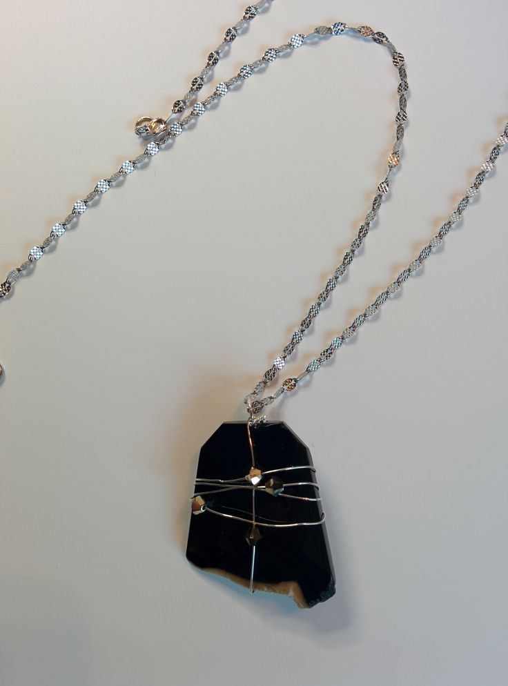 Agate pendant, Stainless steel chain, Pendant crimped in a Sterling silver 925 wire.