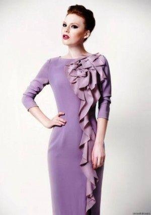 лиловое платье с воланами