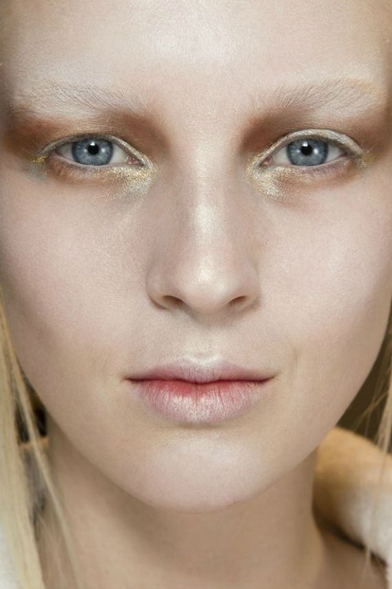 Na jesień i zimę: makijażowe trendy  Givenchy – Jesień/Zima 2014  Więcej na Moda Cafe!