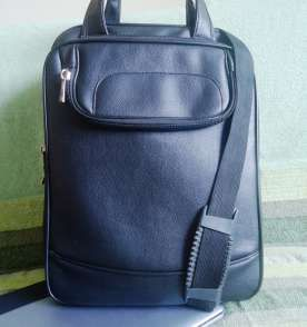 Bolsa de couro com alça transversal