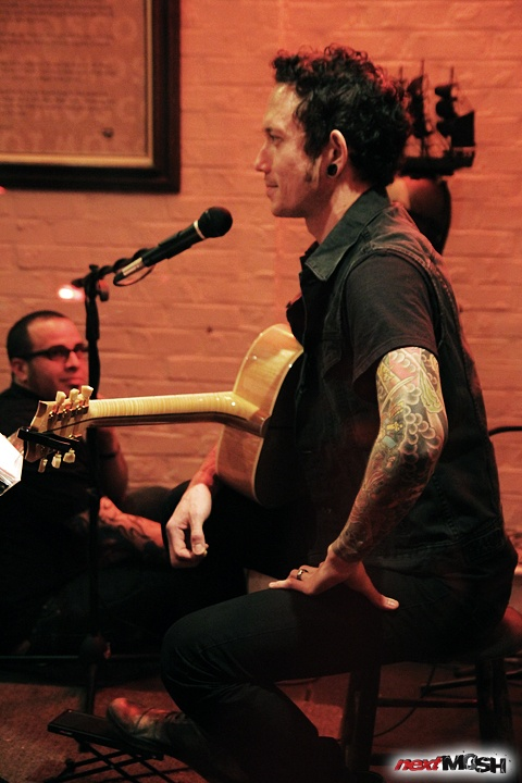 Trivium frontman Matt Heafy performed a rare one night only acoustic show at The MOSCOT Gallery & Music Space in New York City to benefit the Moscot Mobileyes Foundation