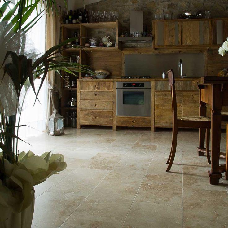 Oltre 25 fantastiche idee su pavimento in pietra su - Cucina rustica in pietra ...