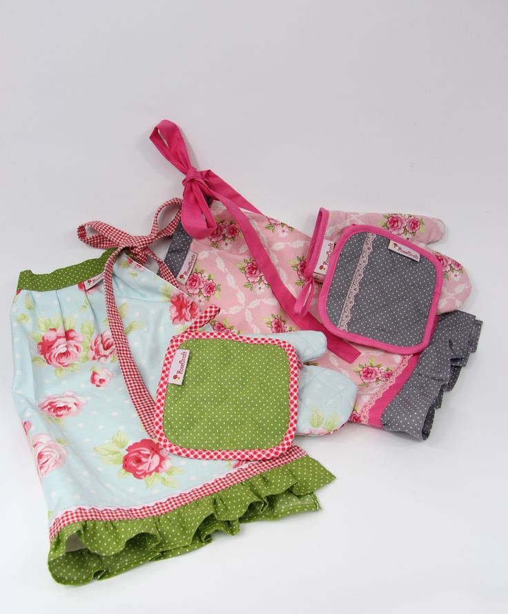 Aprons, oven mitts for kids