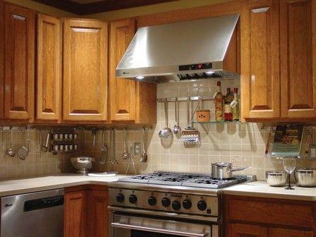 Рейлинги - фурнитура, позволяющая рационально использовать свободное место на кухне #кухня #рейлинг #фурнитура #организацияпространства