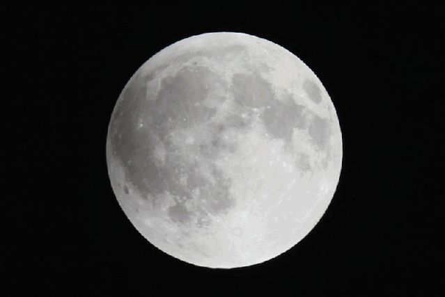 4 Tricks For Shooting Perfect Supermoon Lunar Eclipse Photos This Weekend : huffpost - 9/24/15 - lunar eclipse gif via GIPHY