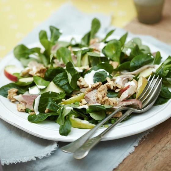 Frisse forelsalade met appel en citroendressing - Nog meer voorjaar met deze frisse salade. #recept #Pasen #JumboSupermarkten