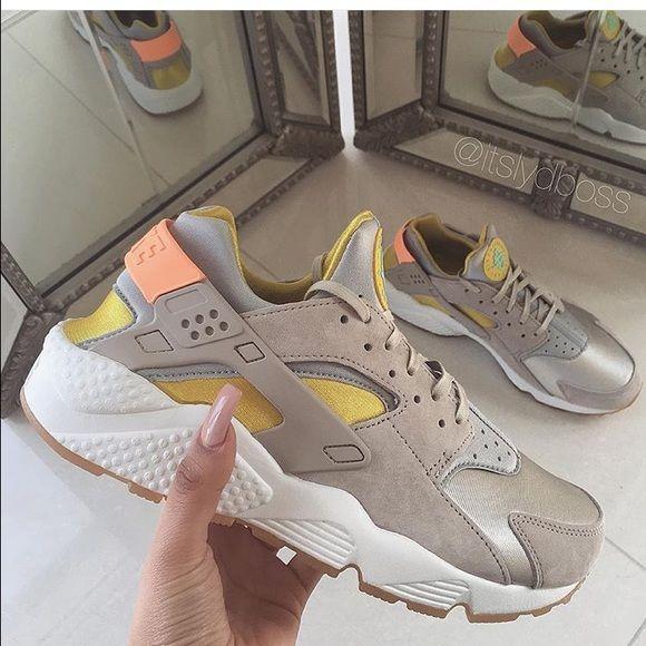 NIKE HUARACHE Super cute nike sneakers. Never worn! NO TRADES!!!!!!!!'As seen on @itsladyboss Nike Shoes Athletic Shoes