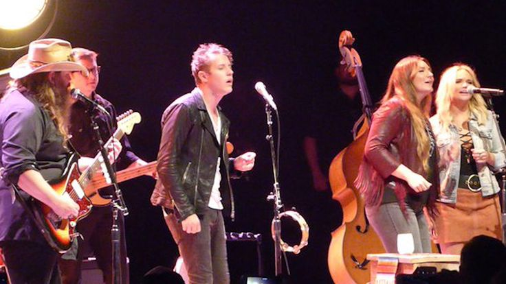 Miranda Lambert and her boyfriend Anderson East showed some musical PDA at the Chris Stapleton concert on Wednesday night.