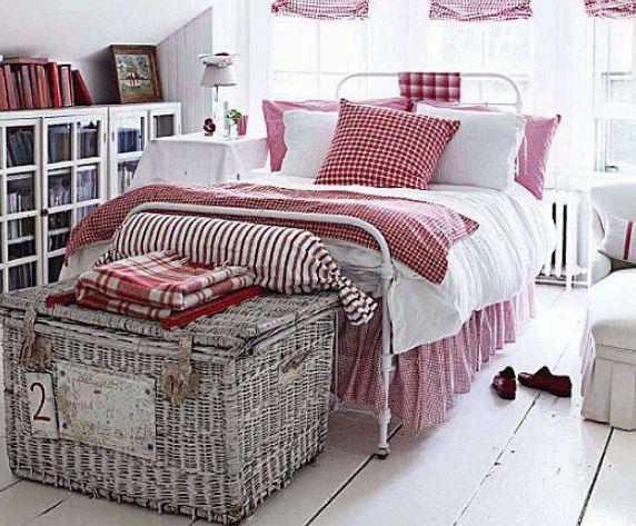 Rouge, blanc et malle ........