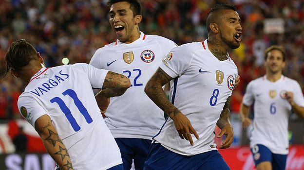 Chile ganó 2-1 a Bolivia y sigue con vida en la Copa América Centenario.