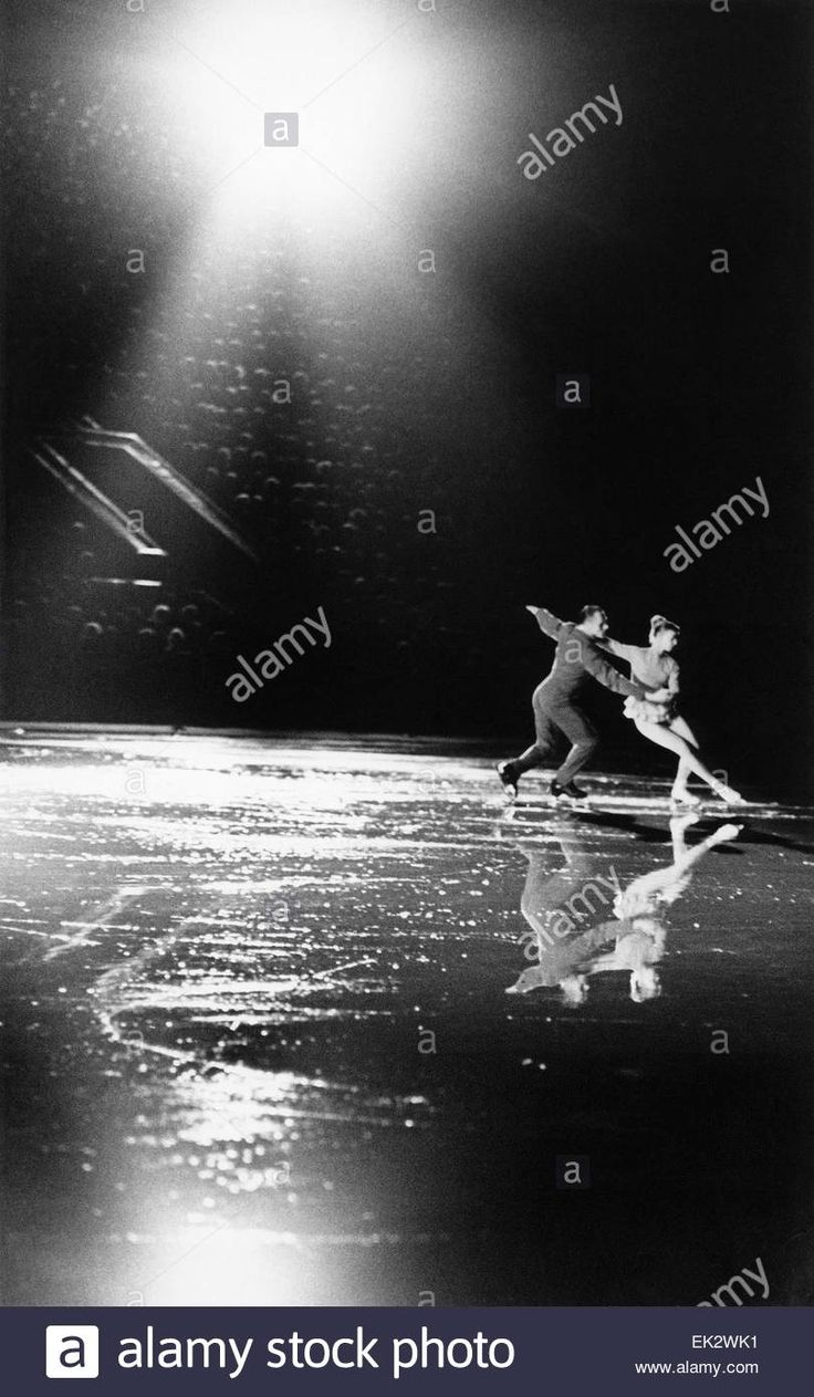 Download this stock image: Moscow. Soviet figure-skating championship. Gold medal winners in pair skating Nina Zhuk and Stanislav Zhuk. Reproduction. - EK2WK1 from Alamy's library of millions of high resolution stock photos, illustrations and vectors.