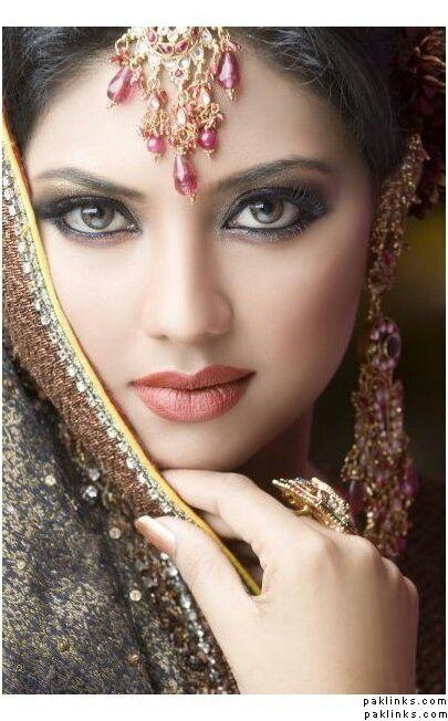 Oriental elegance and beauty ~~ For more: - ✯ http://www.pinterest.com/PinFantasy/moda-~-elegancia-oriental-oriental-elegance/