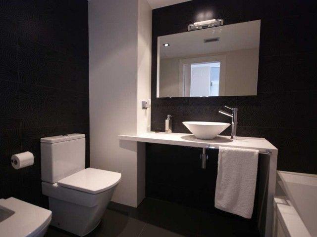 Baño blanco y negro. Decoración Alado