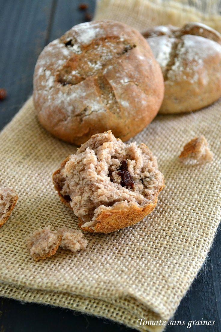 Broodjes met kastanje meel en rozijnen