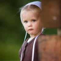 Amish little girl. She's so cute!  .......Amish Life