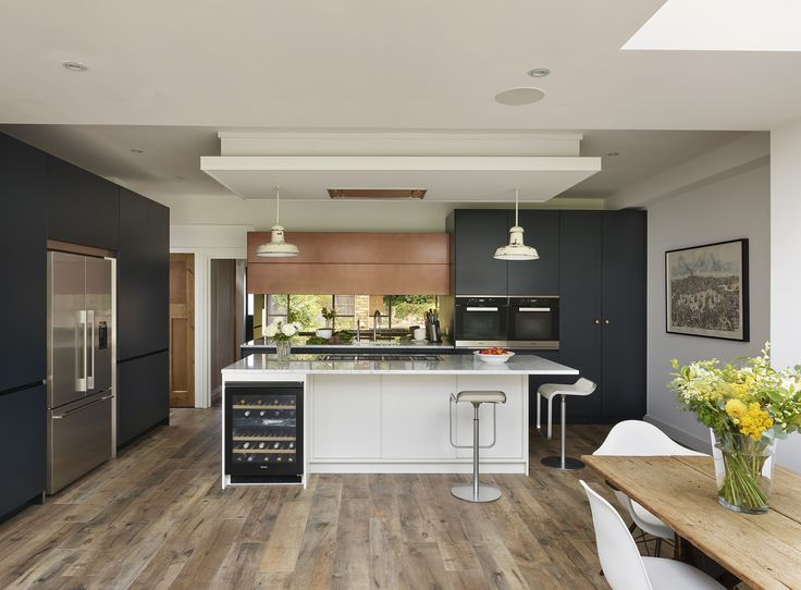 Roundhouse Urbo matt lacquer and Patinated Bronze bespoke kitchen