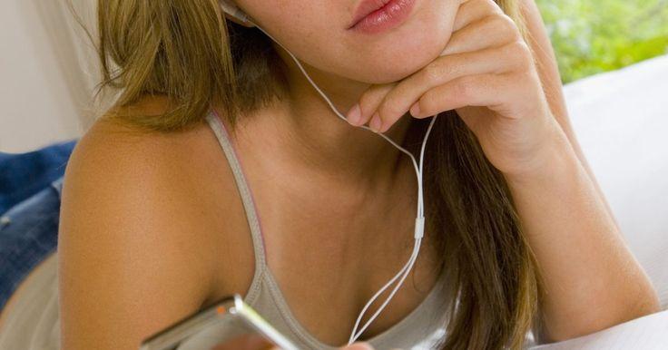Como consertar o conector de fone de ouvido em um iPod de 80GB. O conector de fone de ouvido no seu iPod de 80GB oferece a reprodução de áudio para fones de ouvido ou aparelho de som quando ligado, mas caso você não ouça nenhum sm ou apenas estática, o conector precisa de uma substituição. As peças de reposição estão disponíveis online e não requerem um técnico profissional para trocar as peças danificadas. Se ...