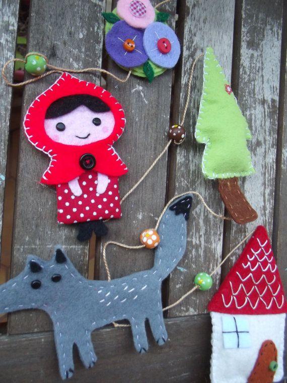 """Guirlande en feutrine pour enfant """"Le Petit Chaperon Rouge""""/ Little Red Riding Hood garland"""