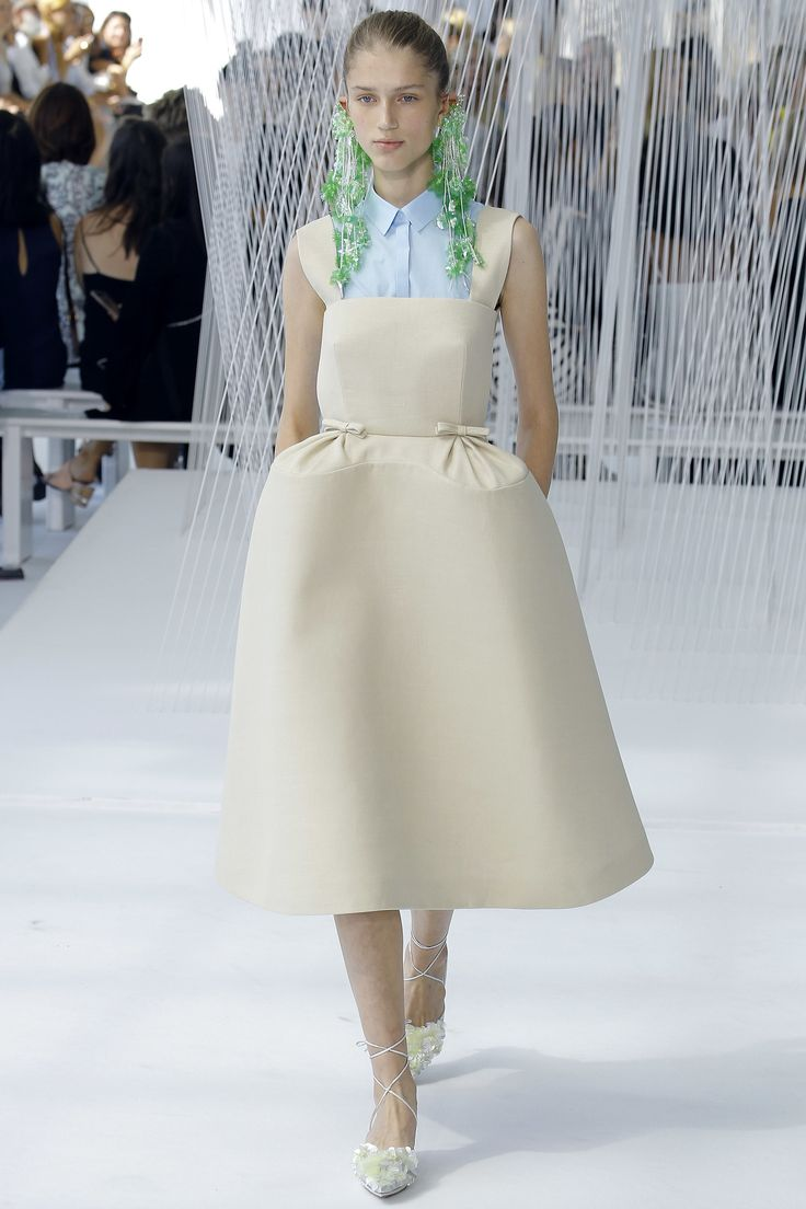 See the complete Delpozo Spring 2017 Ready-to-Wear collection. More