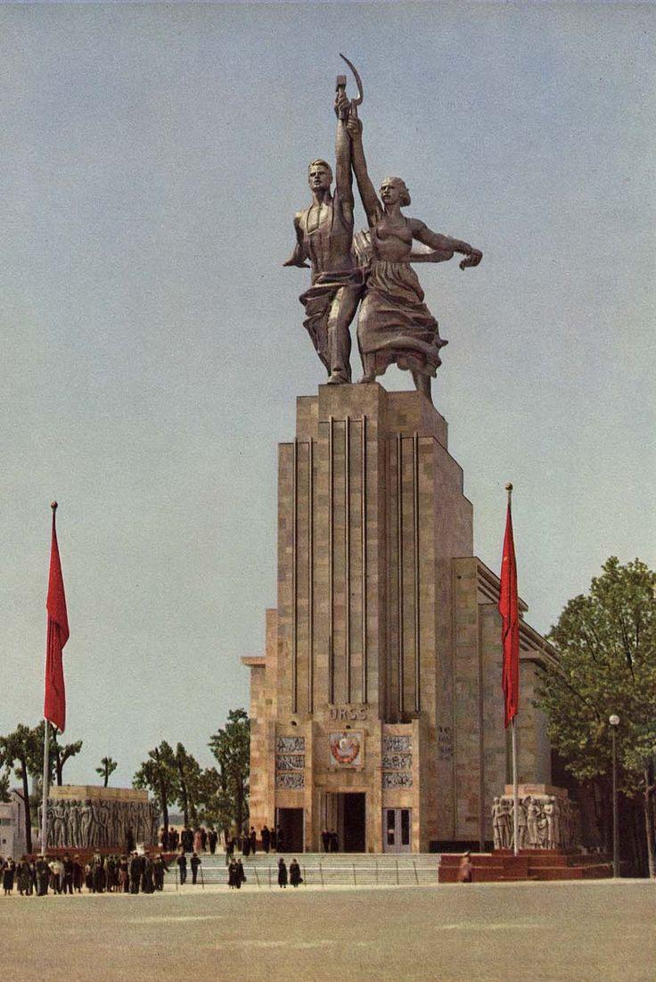 Павильон СССР на Всемирной выставке в Париже. Фото сыновей Прокудина-Горского. 1937 год.