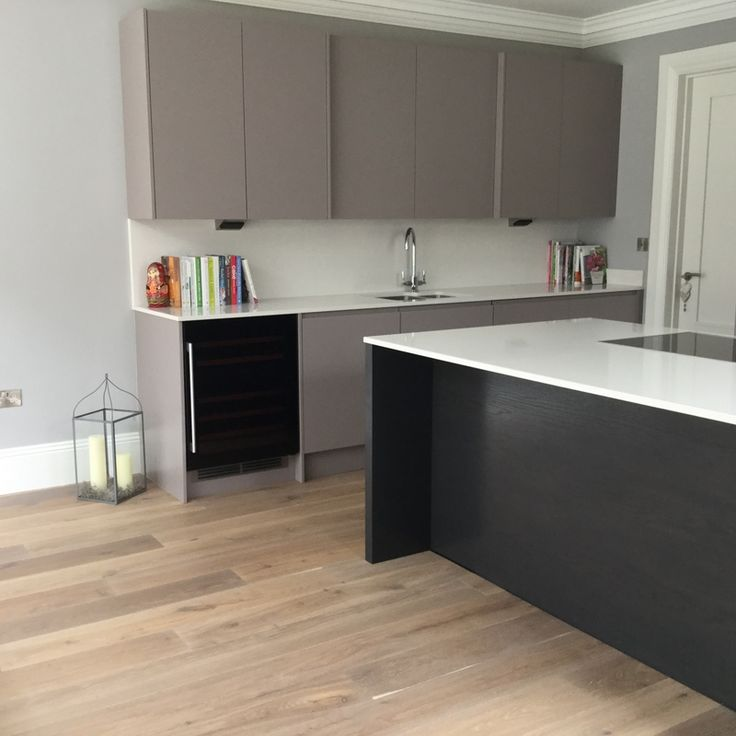 charles yorke luxury contemporary kitchen used only 3 months old