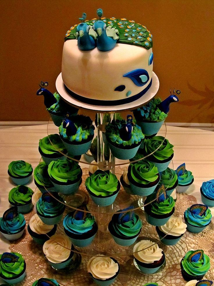 peacock wedding cake with cupcakes