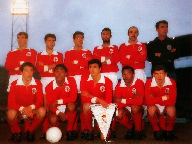 Le 2 mai 1962, Benfica bat le Real Madrid (5-3) en finale de la coupe d'Europe des clubs champions à Amsterdam. Au stade Olympique, les Portugais réalisent le doublé et conserve le trophée acquis la saison précédente contre Barcelone (3-2). Les deux grands rivaux du foot espagnol sont renvoyés dos à dos par les joueurs de Lisbonne, rois de l'Europe au début des 60's.