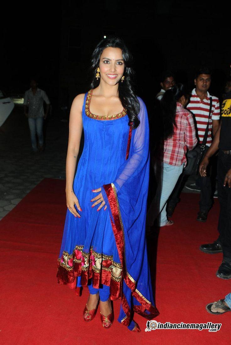 Priya-Anand-2012-Stills-(18)