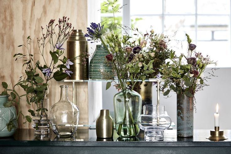 A group of vases in different shapes, colours and materials brings everyday magic to your home. Add a wild arrangement of fresh-picked flowers or single-stems – or use your vases as sculptural details that add character to a lonely shelf or table.