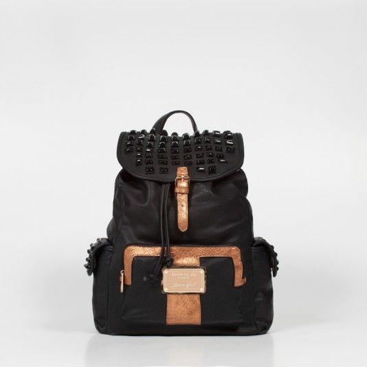 Una mochila JUANITA con todas las letras