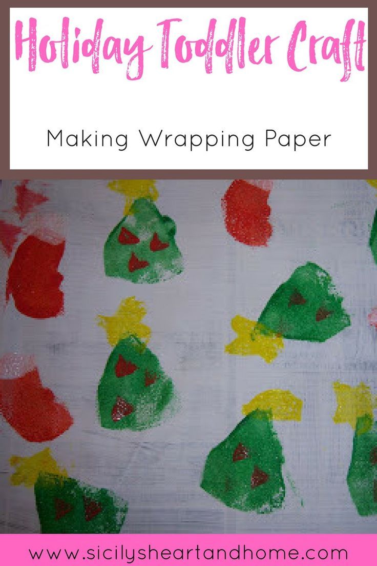 A Holiday Toddler Craft | Take time this year to make a holiday craft with your toddler. Homemade wrapping paper makes the gifts under the tree look extra special. Click through to learn how.