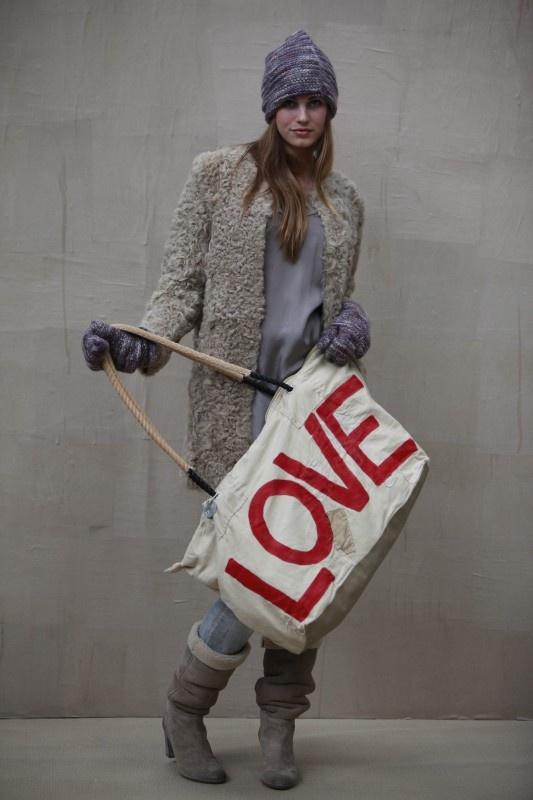{love} - bag by Ali LamuWeekend Bags, Home Crafts, Fashion Vintage, Cars Kids, Fake Fur, Lamu Weekend, Fashion Mistakes, Crafts Painting, Ali Lamu