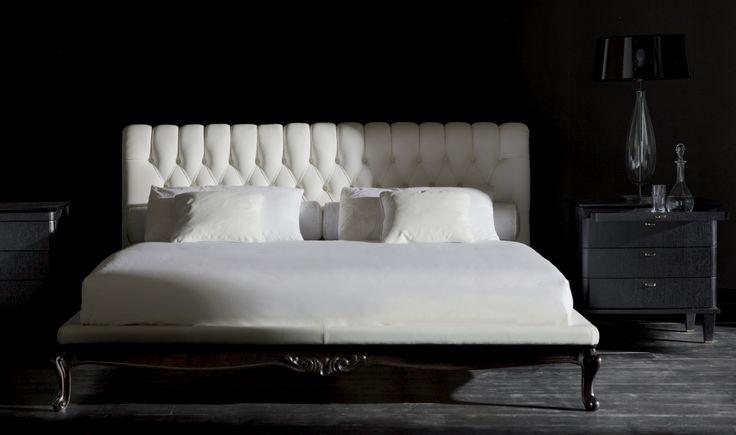 Luxury italian bedroom furniture: SANSONE bed - DESIRE' night table