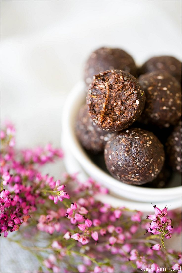Protein Date balls that are sugar-free and gluten-free as well as being perfect for keto and low carb diets. They are sweet and tasty and good for you.