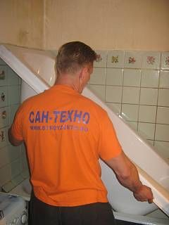 Реставрация ванны - эмалировка ванн, стакриловые наливные ванны, который, растекаясь, образует абсолютно ровную гладкую глянцевую поверхность.  Быстро, качественно, недорого!
