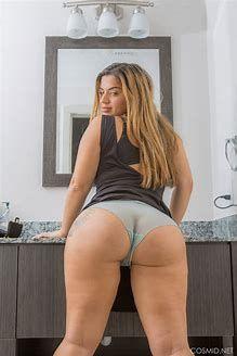 Hot nude american girl in bathroom