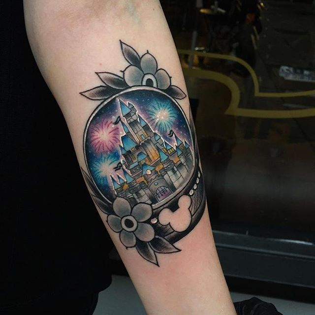 1000 ideas about globe tattoos on pinterest tattoos traditional tattoos and world map tattoos. Black Bedroom Furniture Sets. Home Design Ideas
