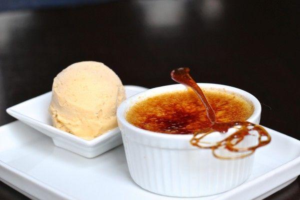 Crème Brûlée feito de lúcuma. fruta originária do Peru. Aqui esta Coco, Santiago - Chile