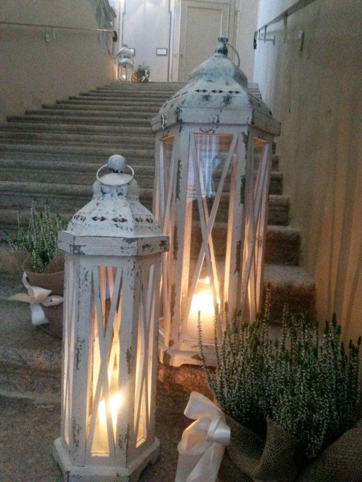Scalone con lanterne