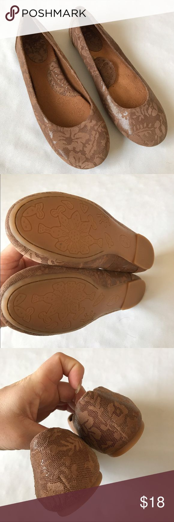 BOC taupe brown flats I'm like new shape except the left inside stitching came up but would be unnoticed wearing ❤️ boc Shoes