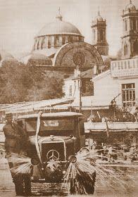 1940 senesi İstanbul belediyesi arazözlerinden birisi Taksim meydanında. Ο ναός της Αγίας Τριάδας στο Πέραν. http://www.oguztopoglu.com/