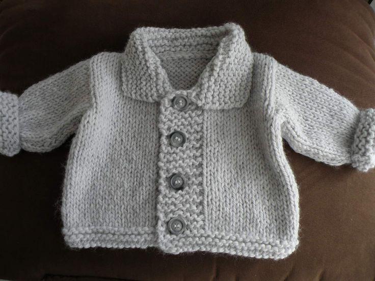 Veste toute douce et chaude pour bébé en tailles 3-24 mois, aiguilles N°8. Création de Mes Tricots et Astuces. Tailles : 3 (6/9 - 12/18 - 24) mois Fournitures : - 2 pelotes de laine Julia de chez Zeeman - 1 paire d'aiguilles N°6, 7 et 8 - 4 boutons -...