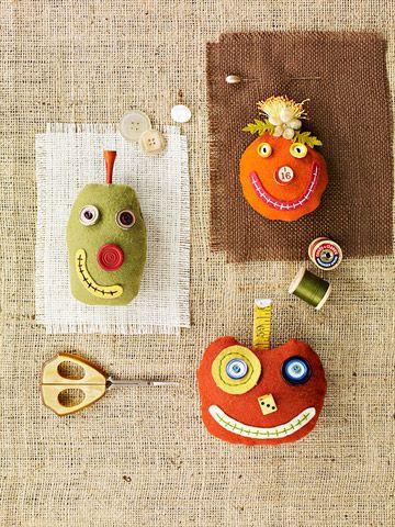 Halloween - pumpkin pincushions  http://www.bhg.com/crafts/sewing/accessories/cute-pumpkin-pincushions/