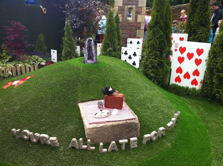 139 best events event ideas images on pinterest - Alice in wonderland outdoor decorations ...