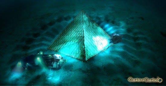 Pirâmides de cristal submersas no Triangulo das Bermudas